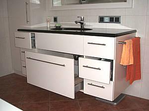 herstellung von ma geschneiderten m beln praxiseinrichtungen sowie ladenbau badeinrichtungen. Black Bedroom Furniture Sets. Home Design Ideas