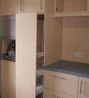Herstellung von massgeschneiderten mobeln for Kücheneinrichtungen